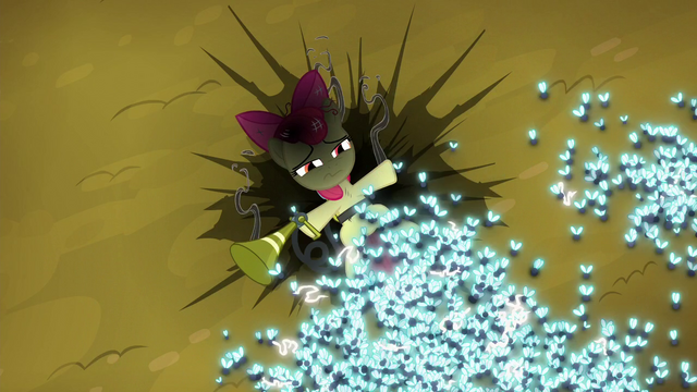 File:Apple Bloom defeated by twittermites S5E4.png