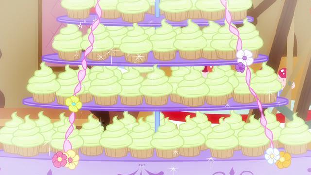 File:Cupcakes glitter S5E19.png