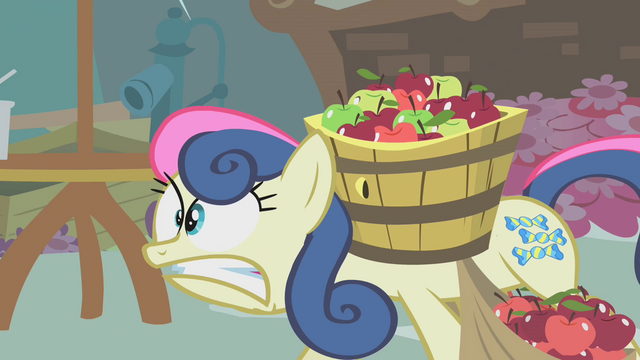 File:Sweetie Drops carrying apples S1E12.png