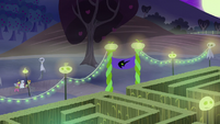 Cherry Berry, Golden Harvest, and Berryshine approach the corn maze S5E21
