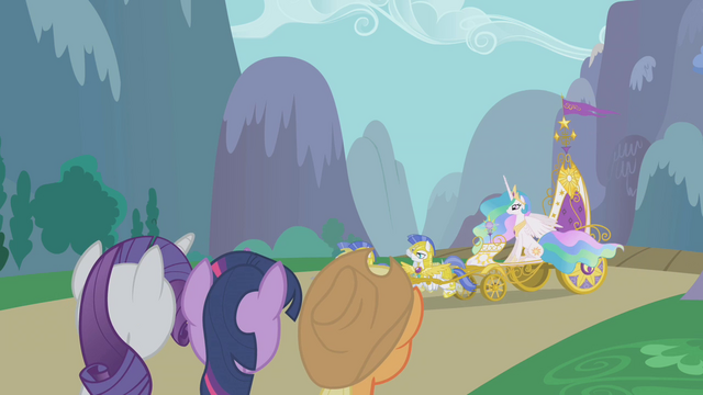 File:Twilight and friends see the chariot arrive S1E10.png