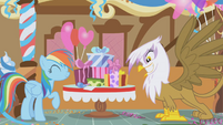 Gilda excited for presents S01E05