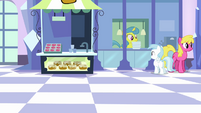 Lemon Hearts at Empire train station S03E12