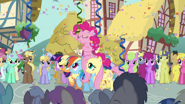 File:Pinkie Pie Parade S2E18.png