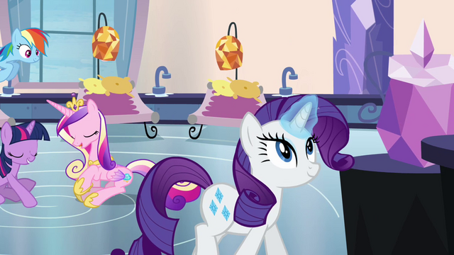 File:Rarity with magic aura S03E12.png