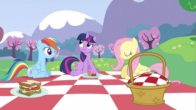 File:Twilight of Royal guard S2E25.png