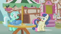 Parasprites eats Lyra Heartstrings' pie S1E10