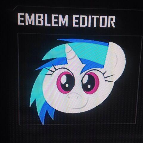 File:FANMADE DJ Pon-3 without glasses Black Ops 2 Emblem.jpg