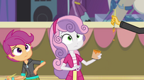 Sunset picks up Sweetie Belle's paintbrush EG2