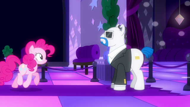 File:Pinkie Pie approaches the club area S6E9.png