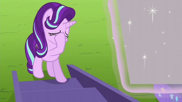 File:Starlight Glimmer face-hoofs S6E6.png