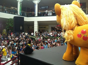File:Kidomo applejack takes the stage-2.jpg
