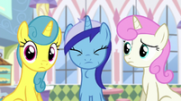 Minuette swallowing donut S5E12