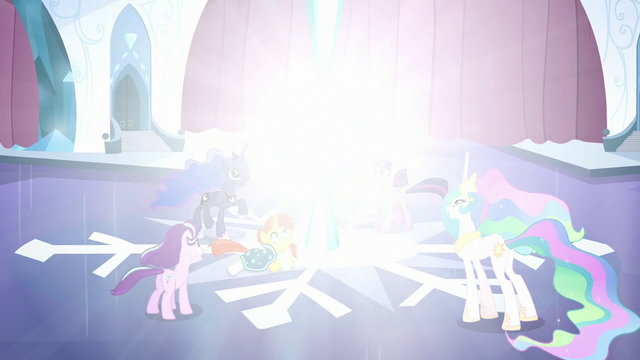 File:Crystal Heart grows brighter S6E2.png