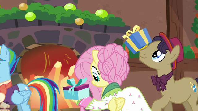 File:Flutterholly and stallion receiving presents S6E8.png