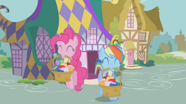 File:Pinkie Pie and Rainbow Shopping S1E5.png