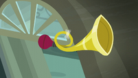 Horn above Rarity For You's front door S6E9