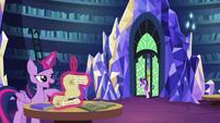 Starlight enters the castle library S6E1