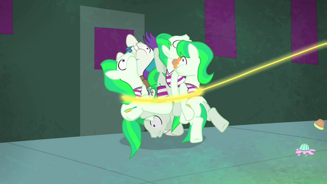 File:Henchponies wrangled in Applejack's lasso S4E06.png