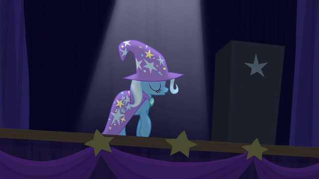File:Trixie crossing the stage S6E6.png