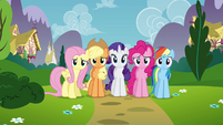 Twilight's friends see Twilight walking away S4E26