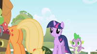 "Twilight to Applejack ""Good afternoon"" S1E01"