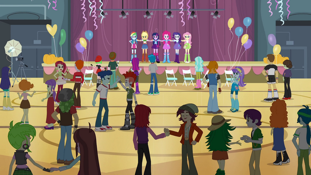 File:Students chatting in clean gym EG.png