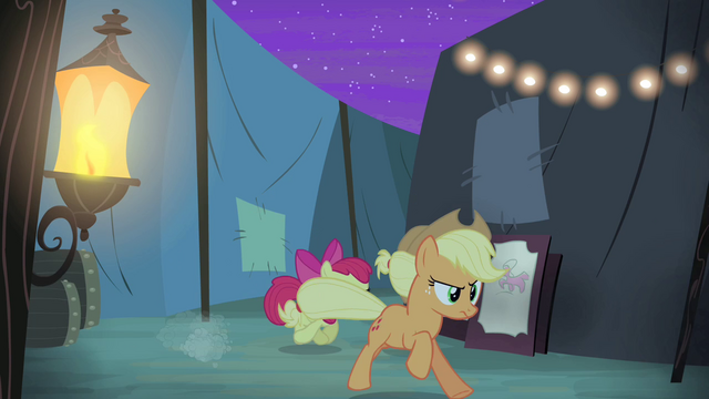 File:Applejack and Apple Bloom chases after Silver Shill S4E20.png