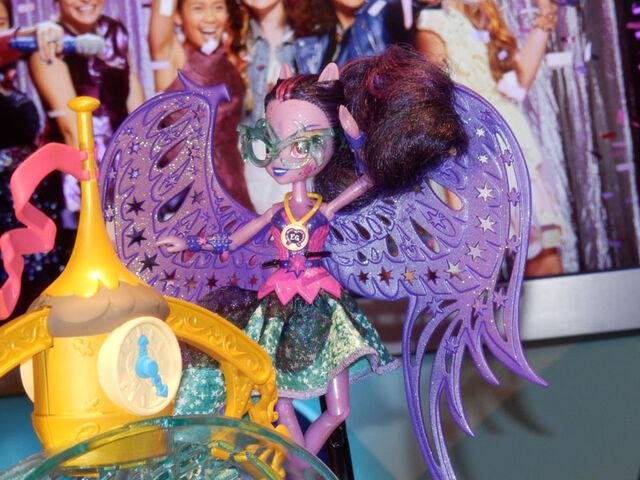 File:NYTF 2015 Midnight Magic Twilight Sparkle doll.jpg