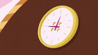 Clock arrow moves S5E14