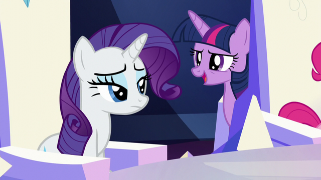 File:Twilight passes behind Pinkie's throne S5E22.png