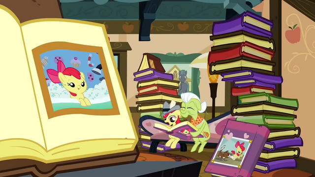 File:Photo albums S2E23.png