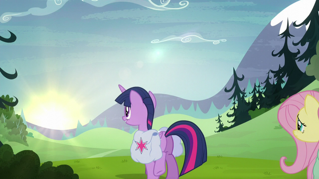 File:Twilight trotting back to the balloon S5E23.png