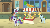 Rarity buying a hot dog S4E08
