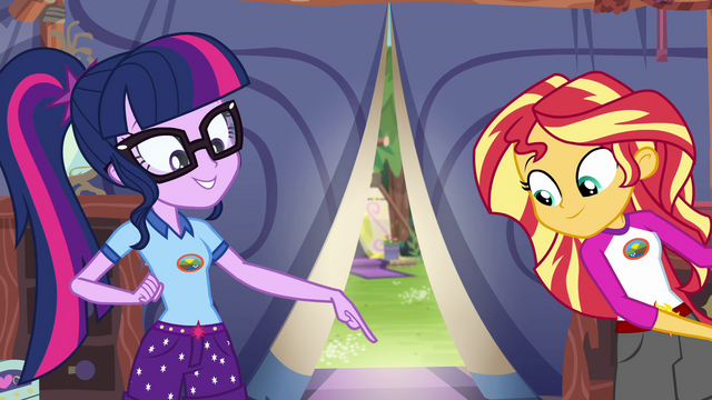 File:Twilight Sparkle finds the sunscreen EG4.png