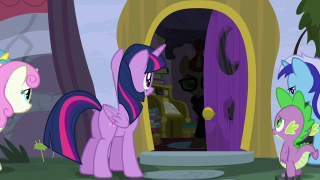 File:Moon Dancer opens door S5E12.png