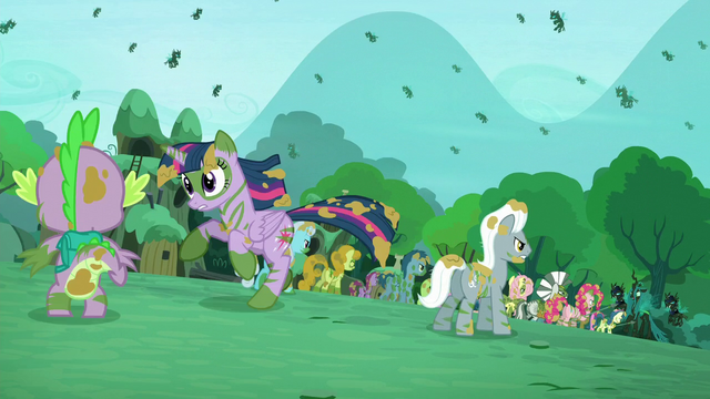 File:Twilight runs away S5E26.png