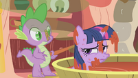 Spike giving Twilight a tomato juice bath S1E11