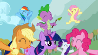 The ponies are cheering S1E13