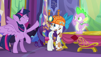 Twilight moves her legs with excitement S6E5