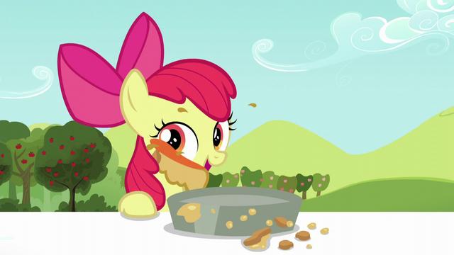 File:Apple Bloom licks pie filling off her face S5E17.png