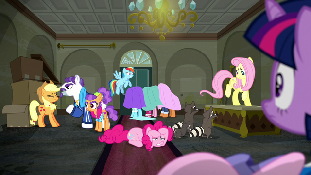 File:Twilight sees boutique descend into chaos S6E9.png