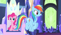 Rainbow Dash hovers to her throne S5E1
