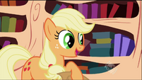 Applejack giving her report S02E03