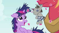 Twilight Sparkle thanking Big McIntosh S2E03