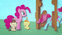 Pinkie Pie observing Mrs. Cake BFHHS2