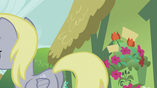 File:Derpy leaves S5E9.png
