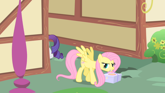 File:Fluttershy picks up the cake S1E25.png