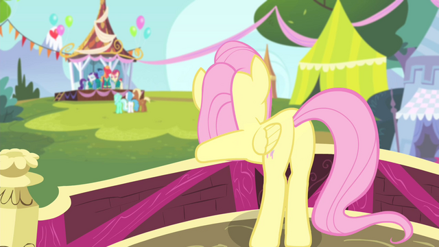 File:Fluttershy moving her body S4E14.png