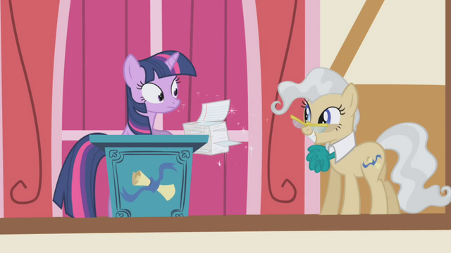 File:Twilight not happy to see the mayor S01E04.png